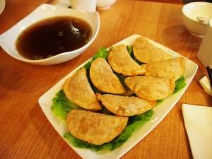 「樂農」的炸流沙餃, 內層是薯仔及番茄蓉。