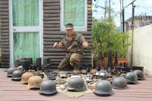 參加者所使用的背包、防毒面罩和頭盔亦與當年無異。
