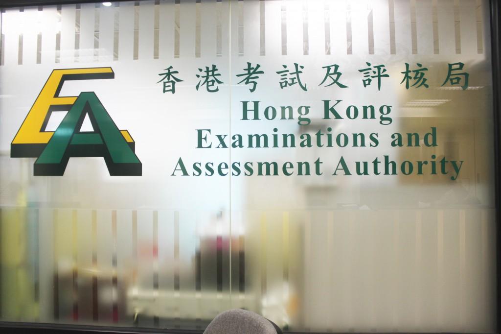 立法會教育界議員葉建源表示,考評局擬重推範文,挽救學生語文水平。