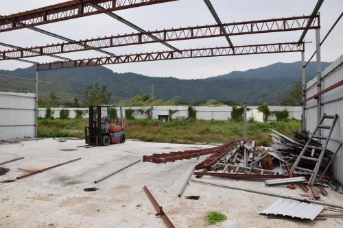 黎女士估計施工方計劃建設露天貨倉。