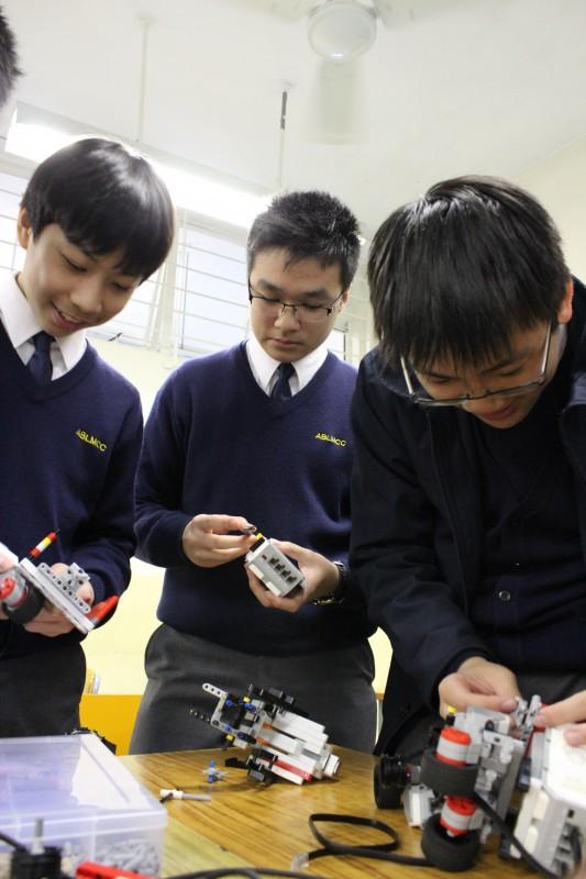 機械人學會的同學有機會製作機械人、編寫程式以及參與比賽。